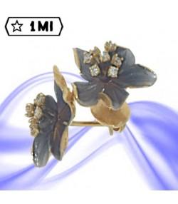 Orecchini con forma di foglie e diamanti