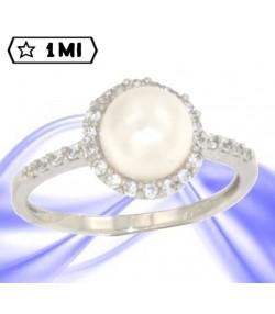 Elegante anello in oro bianco con perla e pavé di zirconi