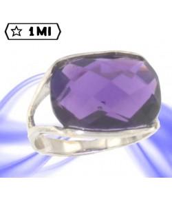 Raffinato anello in oro bianco con pietra viola